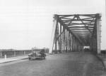 Waalbrug bij Zaltbommel 1933_custom.jpg